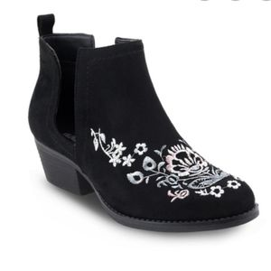 Olivia Miller Rosedale Embroidered Ankle Boots 8.5